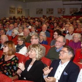 Den fulltaliga publiken applåderade fram extranummer