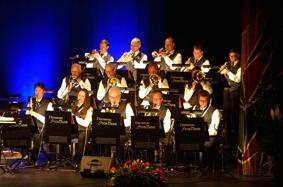 Västerviksstorband inledde konserten.