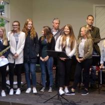 """Ingrid Lindebratt och kulturskolans elever. """"I främre ledet"""""""