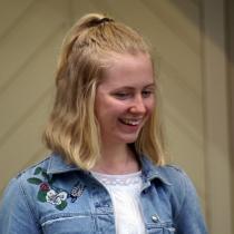 En glad Linnea Wignell efter sitt framträdande