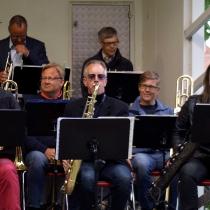 Jan Kupiec , Anders Nilsson och Lise-Lott Johansson saxofon. Trombone: Jonas Ålstam , Jonas Ålstam