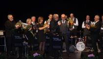 Storbandets ledare Peter Andersson tackades för en väl genomförd konsert med blommor och en stor applåd