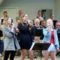 """Skönsjungande """" Westbay Sisters"""" Amanda Sandberg , Alice Erlandsson och Linnea Wigell framförde """" Inte mod och..........."""
