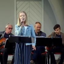 """""""Misty och Blue Moon """" framfördes av  Linnea Wignell"""