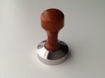 Tamper 360 gram . Rostfritt stål med trähandtag.