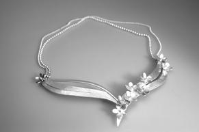 Halssmycke silver ca pris 6800 kr