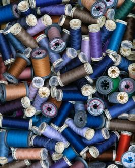 Trådrullar i ateljén / Foto: Almedalsmagasinet