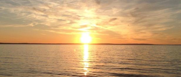 Solnedgång vid Vätterns strand..