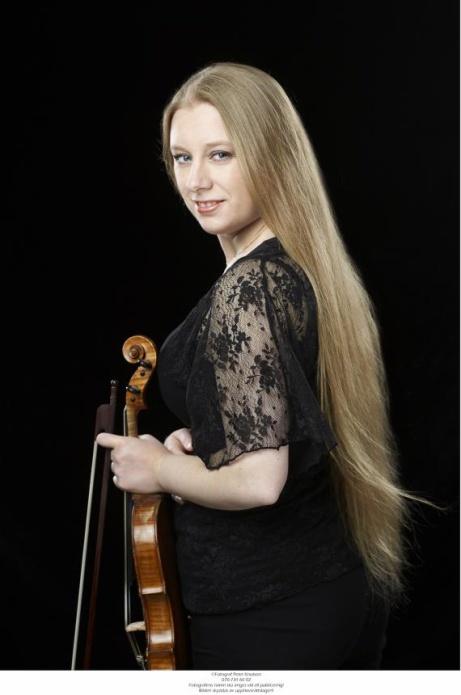 Rebecka Karlsson violin