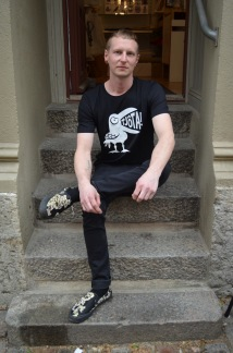 T-shirt: Tjôta, svart - Size XS