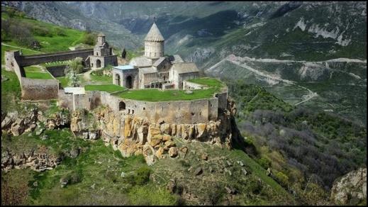Klostret Tatev i Armenien. Foto: Richard Holmgren