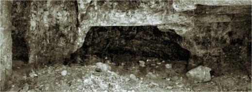 Östra Grottan under Akeldamas valv