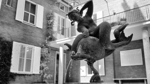 """En av skulptören Carl Milles egna favoriter och skapelse, """"Solglitter"""". Den står idag på Svenska Institutet i Roms innergård. Snart på en auktion nära dig?"""
