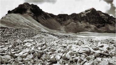 """Ughtasar - den kittelformade platån med sina karakteristiska """"pucklar"""""""