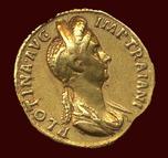 Sin gravurna i guld har inte Pompeia Plotina lyckats lämna till eftervärlden, men väl ett guldmynt.