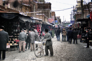 Marknadsgator i staden Kashgar för 20 år sedan. Foto: Richard Holmgren