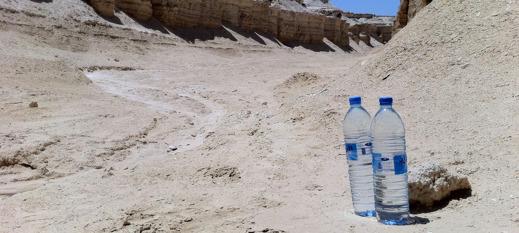 Under de varmaste utgrävningsdagarna på al-Lisan har temperaturen ibland gått upp till 54 grader i skuggan. Vid dessa temperaturer blir vattnet i flaskorna lika varmt - det vill säga som en god kopp te.