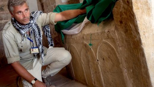 Richard Holmgren i profeten Arons helgedom, i klippstaden Petra. Foto: Per-Åke Aronsson