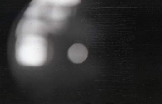 Det sista fotot på en av gruppens filmrullar. Somliga påstår att det visar ett av de ljusfenomen, som skymtades från håll och över trakten för incidenten. Andra menar att det helt enkelt är en blindexponering som togs efter det att kameran tillvaratagits.