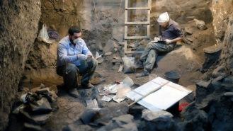 Osteologen Levon Aghekyan och arkeologen Lusine Margaryan. Foto: Richard Holmgren