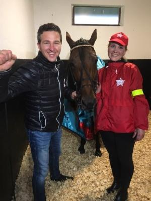 Mats Gunnarsson,Readly Express och hans skötare Inga Perk efter segern i Prix d´Amerique.