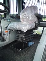 Valtra N-serie med stolspelare och smal stol