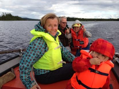 med barnbarnen på sjön