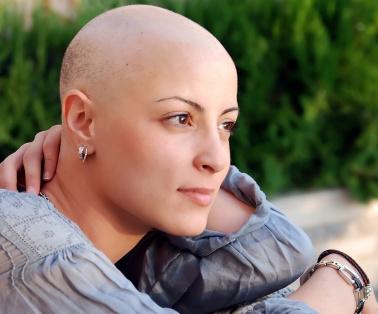 Drabbats av alopecia i Varberg, Falkenberg eller Kungsbacka i Halland? På Frisyr Hörnan i Varberg kan du som har alopecia med remiss i Region Halland gratis prova ut peruk