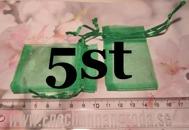 5st Gröna presentpåsar i organzatyg 7,5x4,5cm