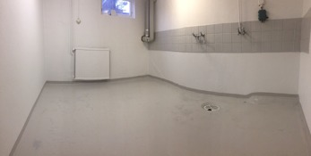 Golvet målas med Hagmans golvfärg 1K