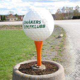 Entréskyltar i form av golfbollar Jönåkers golfklubb