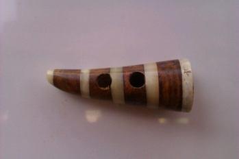 Duffelknapp i trä/horn -