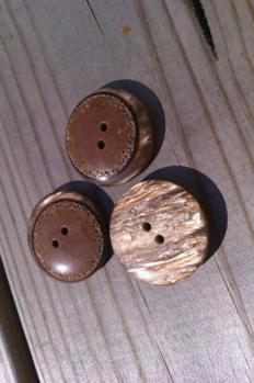 Brun marmorerad knapp -