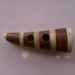 Duffelknapp i trä/horn