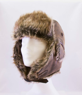 Skinnmössa - Leather and fur hat