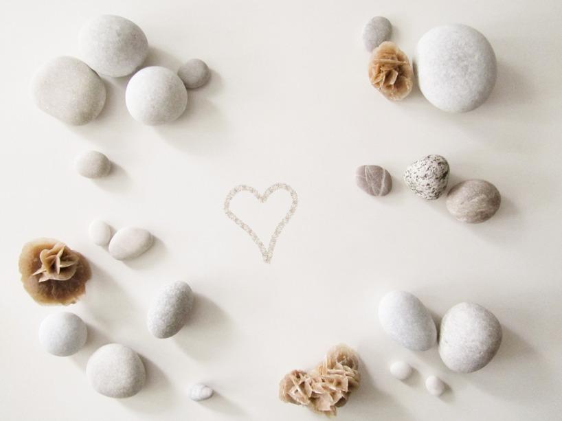 Sandrosor och stenar