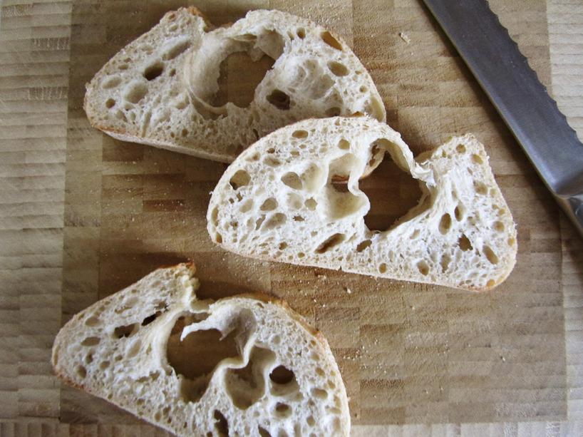 Nyköpt Bake off -bröd med hål.