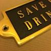 Mässingsskylt: Save water. Drink beer.