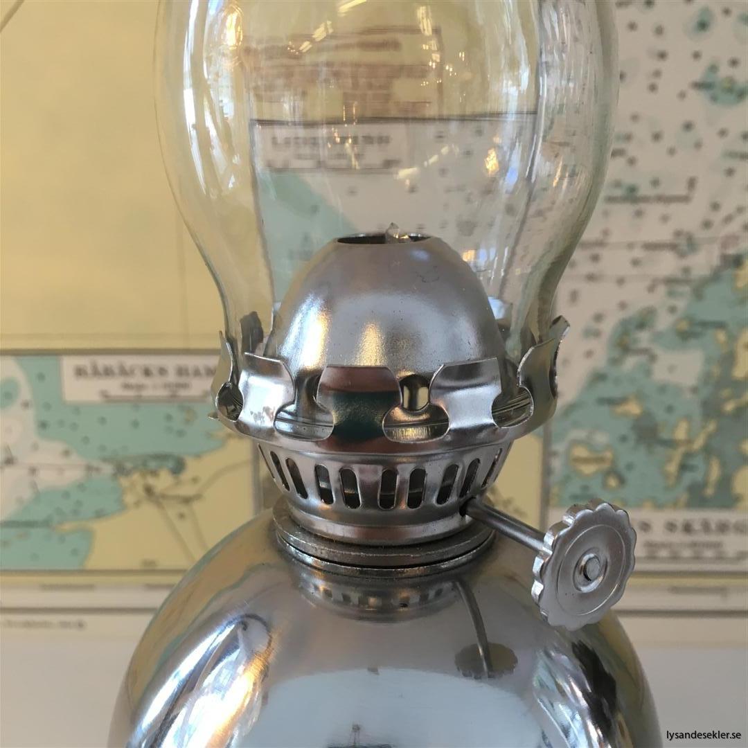 liten fotogenlampa för bord