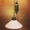 Hisslampa i antiklackerad mässing med 25 cm opalvit skomakarskärm - Hisslampa i antiklackerad mässing med 25 cm opalvit skomakarskärm