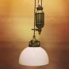Hisslampa i antiklackerad mässing med skålformad opalvit klockskärm - Hisslampa i antiklackerad mässing med opalvit skålformad klockskärm