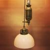 Hisslampa i antiklackerad mässing med skålformad vaniljtonad klockskärm - Hisslampa i antiklackerad mässing med ljusgul skålformad klockskärm