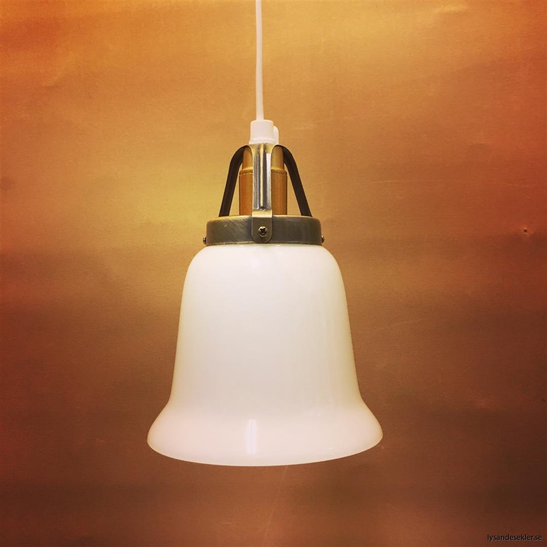 fönsterlampa vit plastsladd med tak- eller väggkontakt (44)