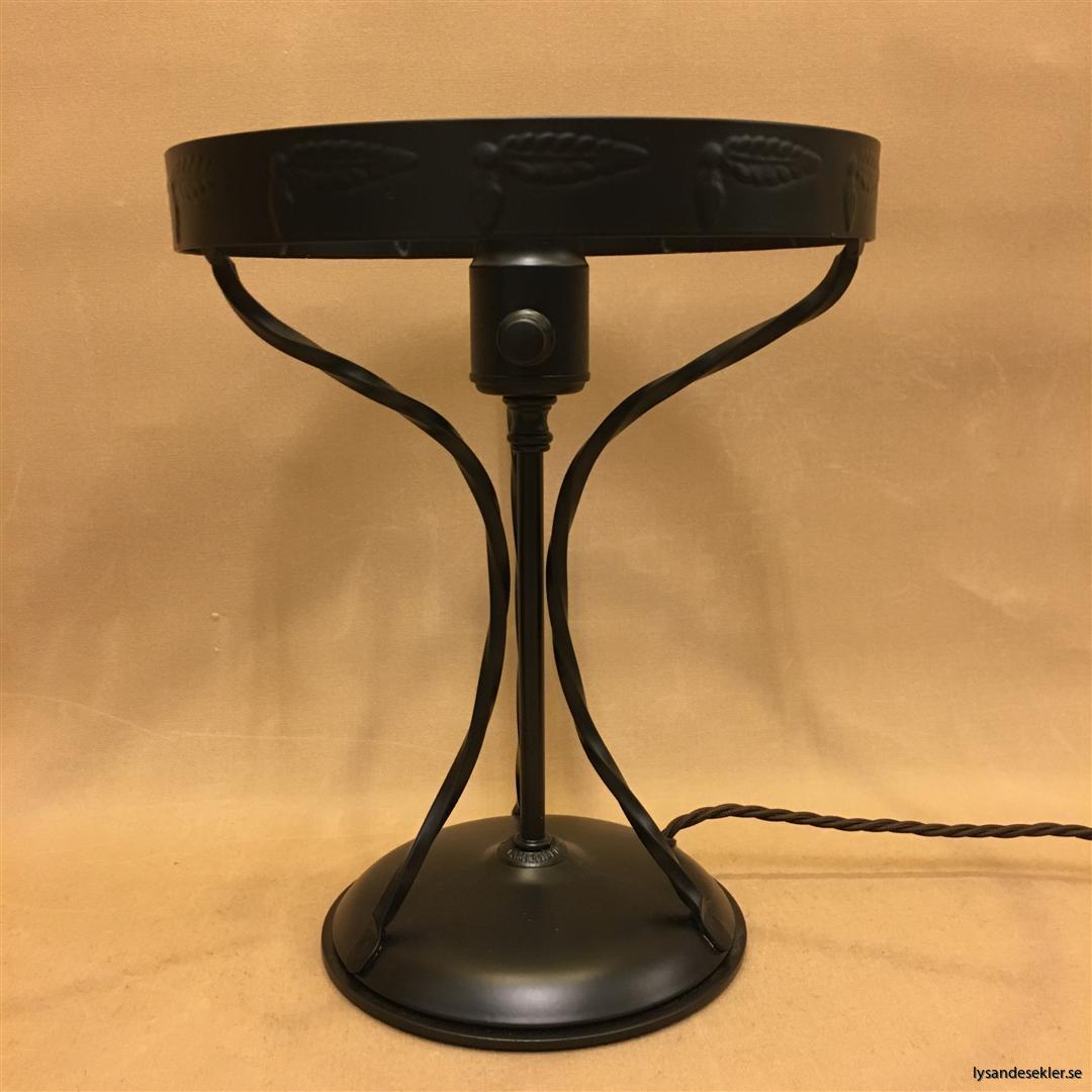 svart fot till strindbergslampa strindbergsfot (1)