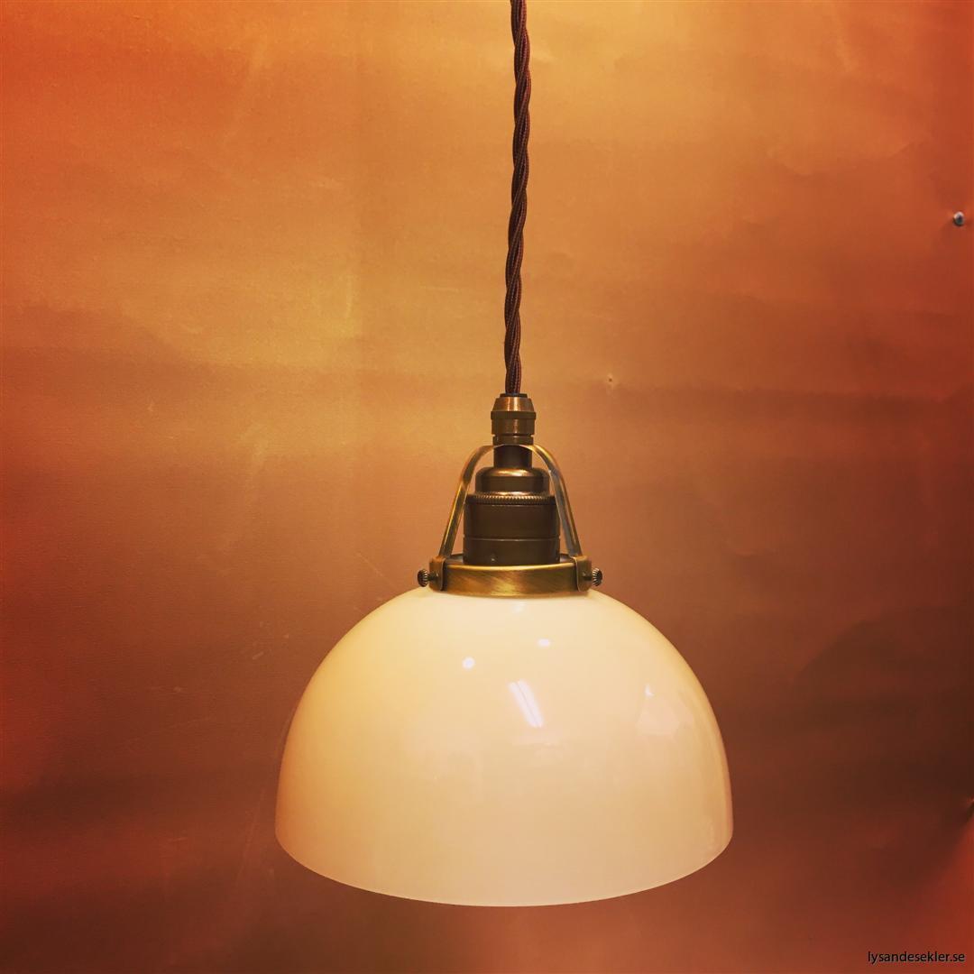 fönsterlampa tygsladd brun antik klofattning (2)