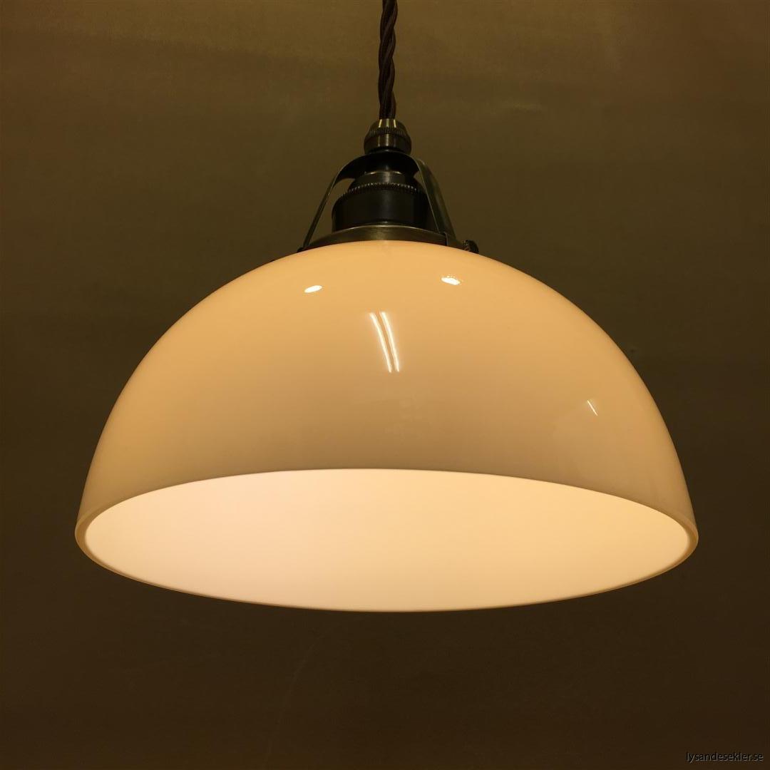 ljusgul skålformad lampskärm med brun tygsladd (1)