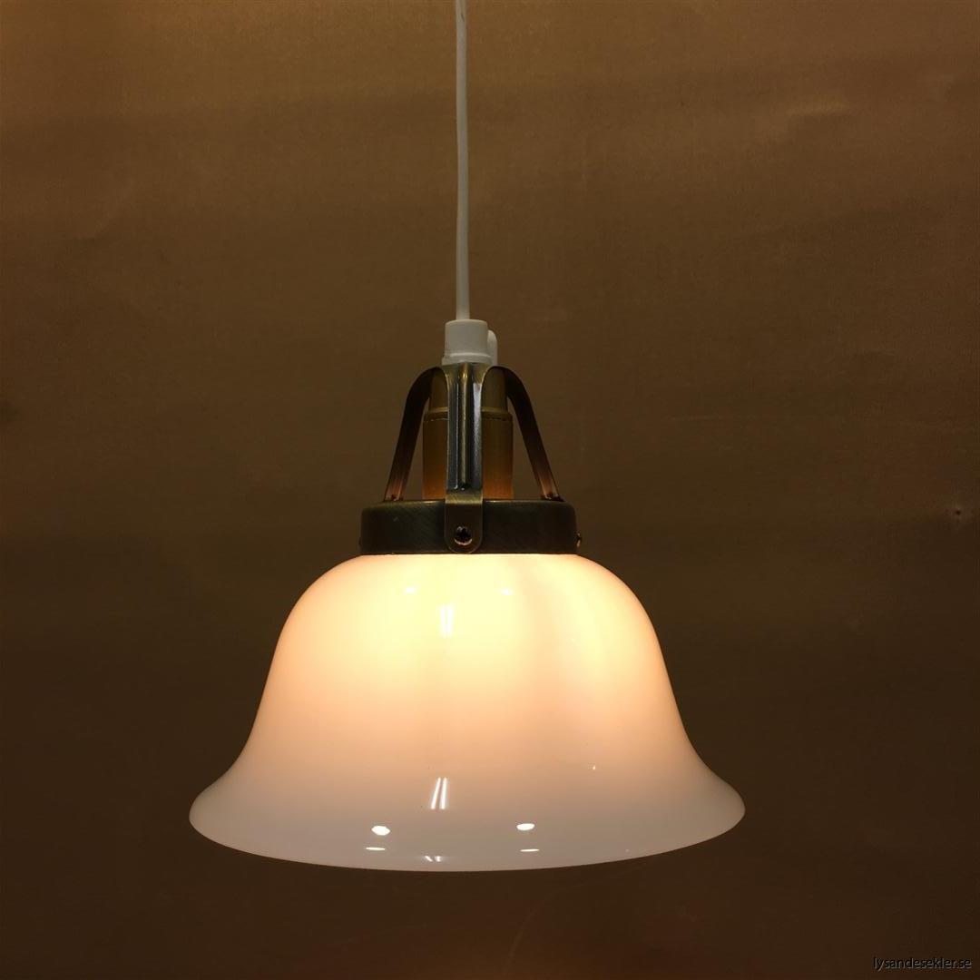 fönsterlampa vit plastsladd med tak- eller väggkontakt (26)