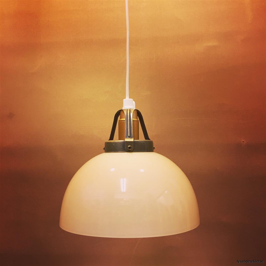 fönsterlampa vit plastsladd med tak- eller väggkontakt (37)