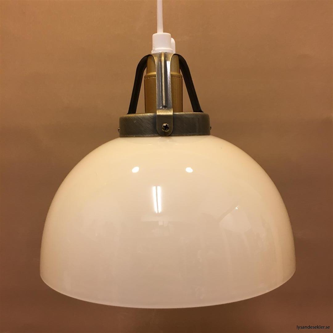 fönsterlampa vit plastsladd med tak- eller väggkontakt (38)
