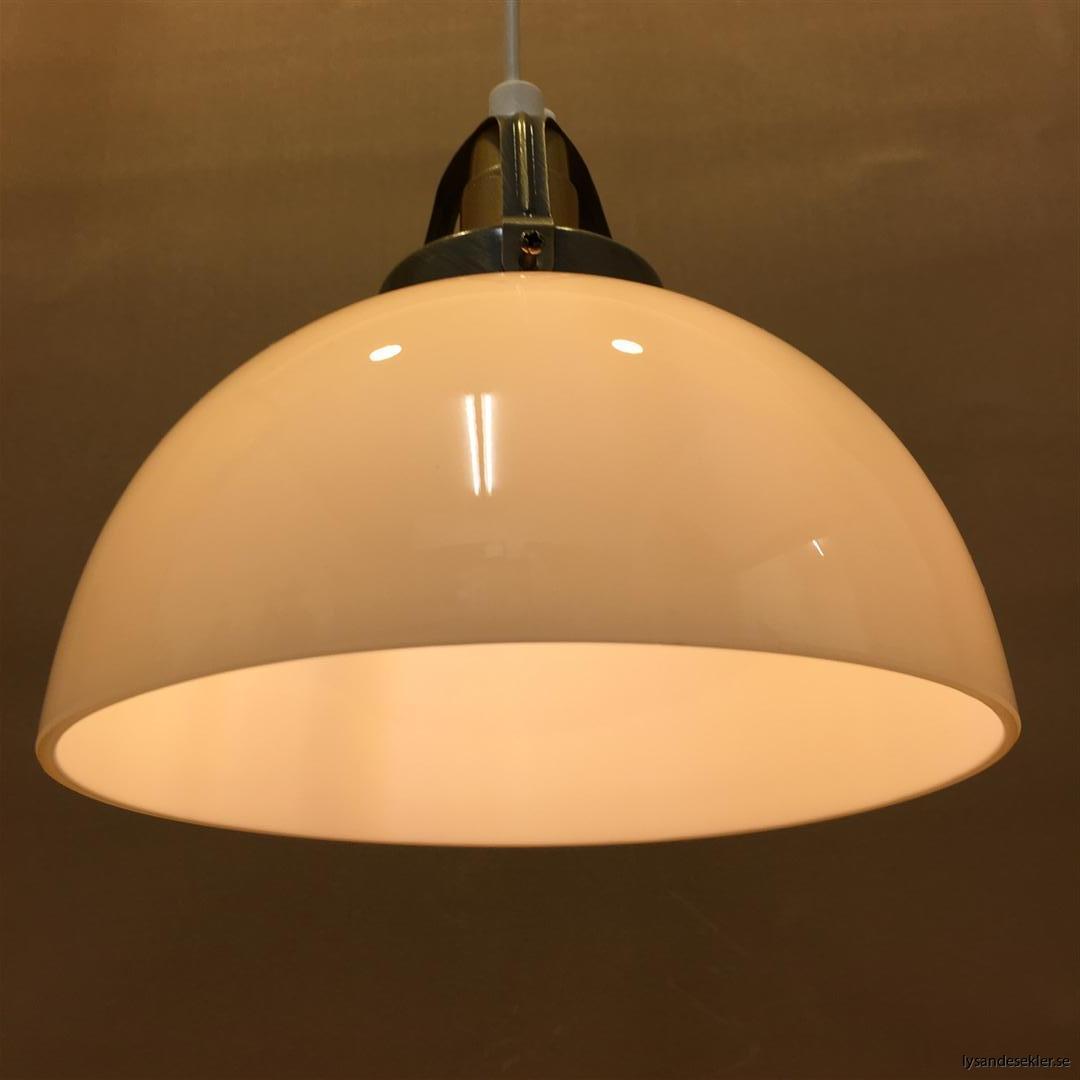 fönsterlampa vit plastsladd med tak- eller väggkontakt (43)